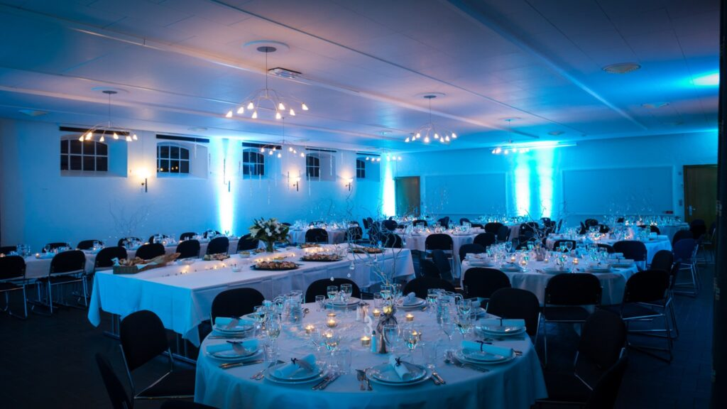 Panorama af vinteropdækng til bryllup i festlokalet Festfløjen