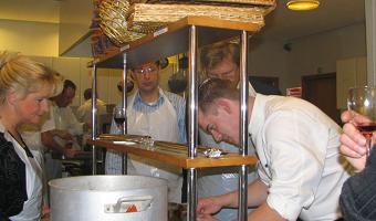 Kokkeskole-hold laver mad