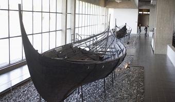 Et vikingeskib på Vikingeskibsmuseet