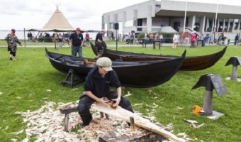 Håndværker som i vikingetiden på Vikingeskibsmuseet