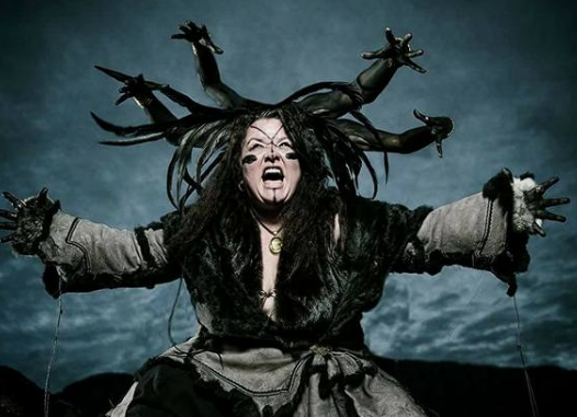 Sananda Solaris som inuit medusa i reklame for Teater Solaris