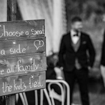 Træskilt med sødt citat til bryllup