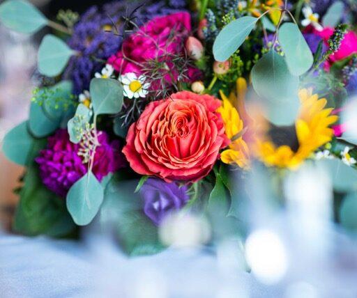Farverig blomsterbuket