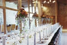 Smuk forårsopdækning til bryllup i Laden