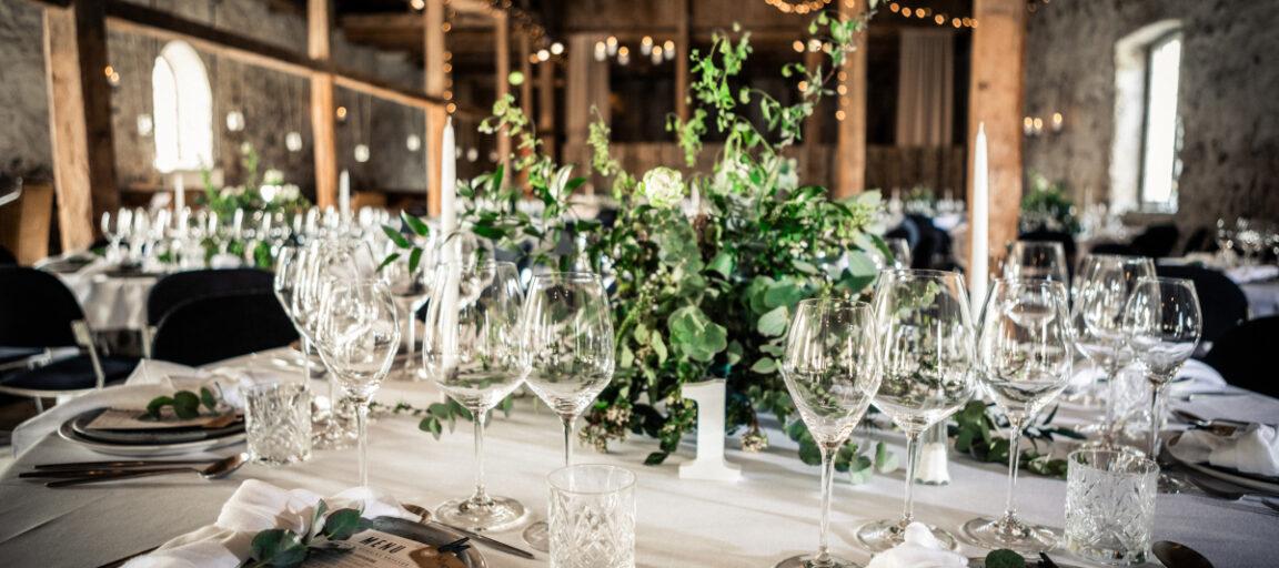 Centerpiece med grønne blomster til bryllup
