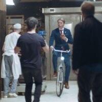 Mads Mikkelsen i den nye Carlsberg-reklame i Laden