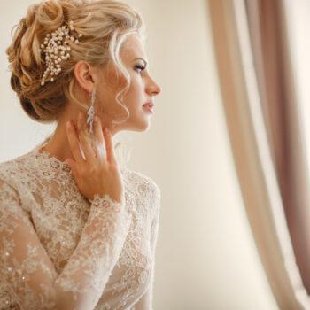 Bruds hår og makeup til bryllup