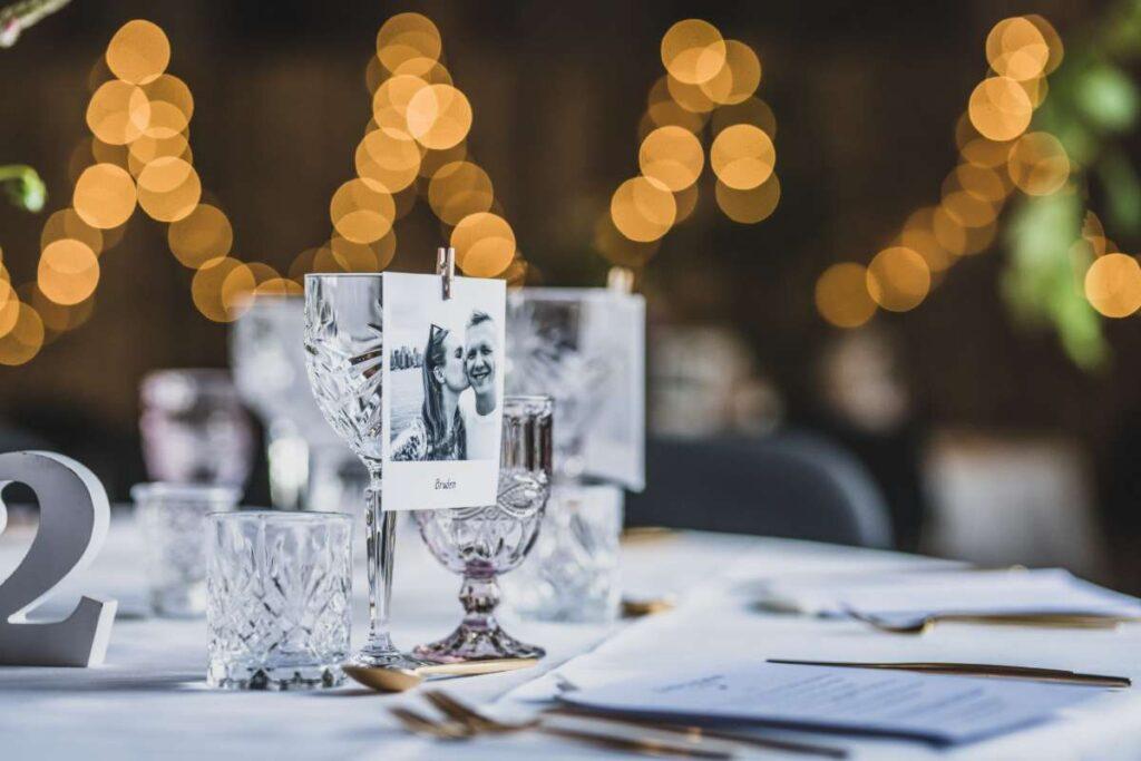 polaroid bordkort på krystalglas til bryllup