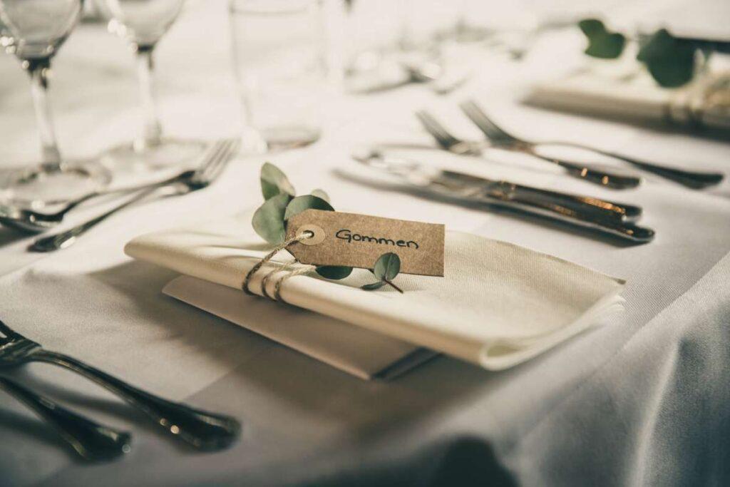 rustikt bordkort til bryllup