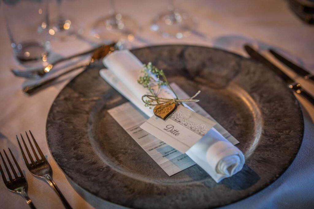 Bordkort på servietten til bryllup