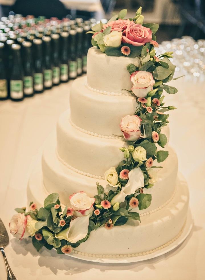 Bryllupskage med blomster