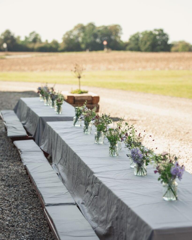 Picnicbord med blomster