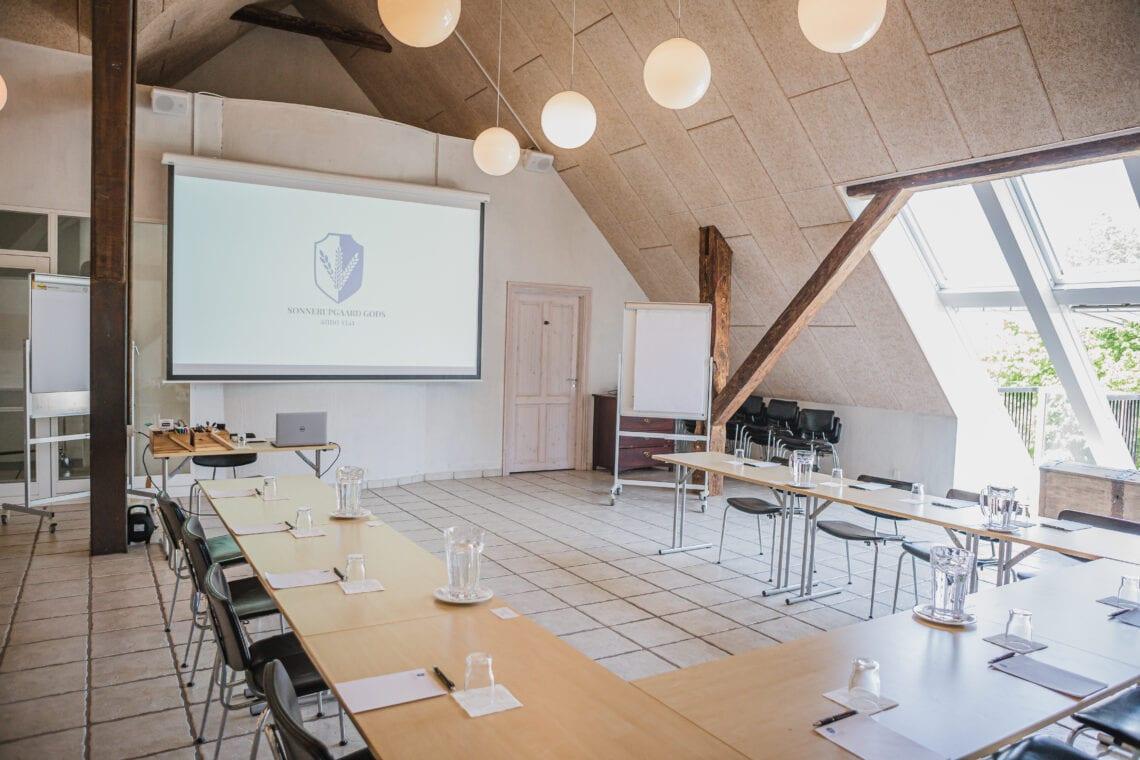 Opstilling til møde og kursus på Høloftet