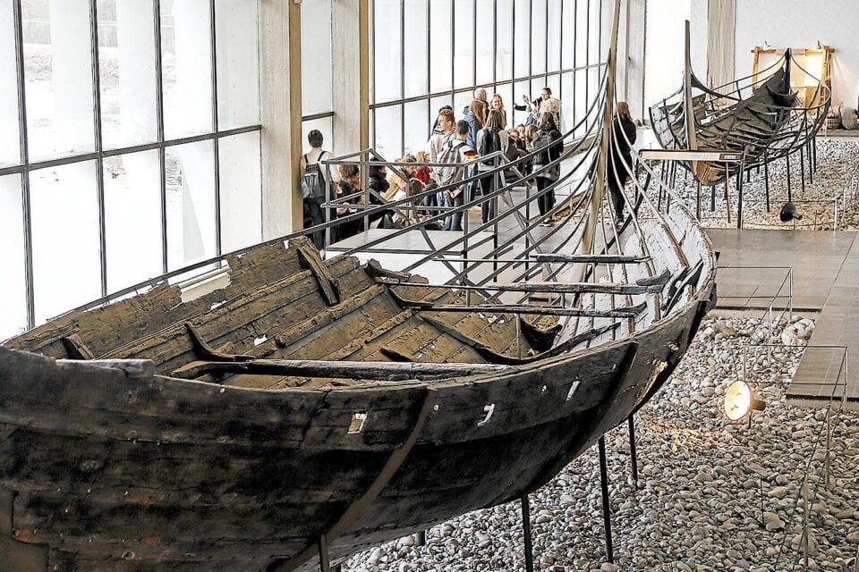 Vikingeskib i hal