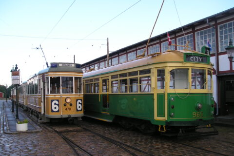 To gamle sporvogne